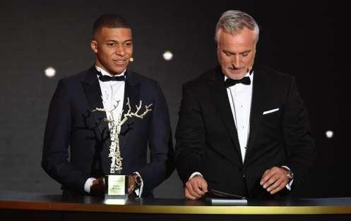 El delantero francés recibió el premio Kopa en la gala del Balón de Oro. Foto: FRANCK FIFE / AFP