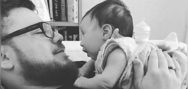 """Andy Shelley dice que el tiempo que pasó en baja por paternidad le """"abrió los ojos""""."""