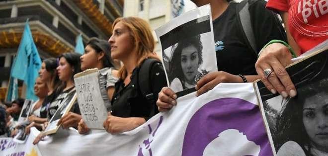 Miles de argentinas marchan contra absolución de acusados de femicidio. Foto: Twitter