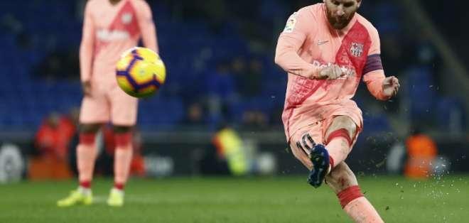 CORNELLÀ DE LLOBREGAT, España.- El argentino también brindó una asistencia en la contundente victoria de su equipo. Foto: AFP