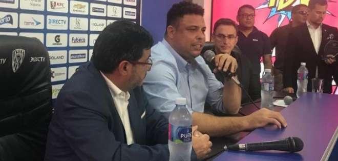 El exdelantero brasileño fichó al atacante ecuatoriano para el Real Valladolid. Foto: Tomada de @realvalladolid