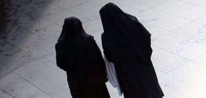 Las hermanas Mary Kreuper y Lana Chang pidieron disculpas por sus acciones y no enfrentarán cargos criminales.
