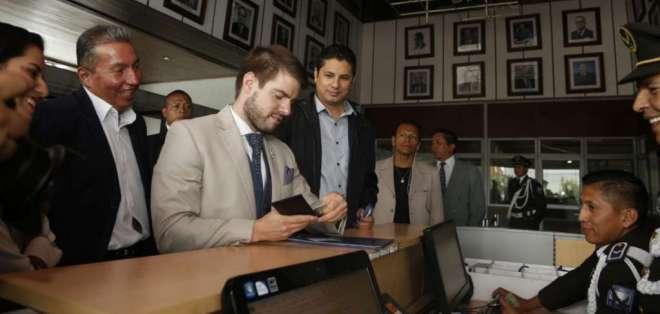 QUITO, Ecuador.- Según Fernando Balda, existen elementos suficientes para que Interpol revise su decisión. Foto: API