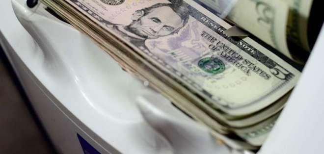 ECUADOR.- Tras falta de consensos entre trabajadores y empleadores, el Gobierno sube $8 a la remuneración. Foto: Archivo