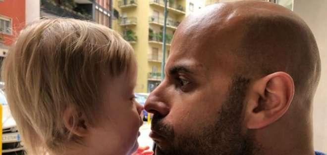 Luca Trapanese casi no pudo contener su alegría cuando le dijeron que había una niña para él: Alba.