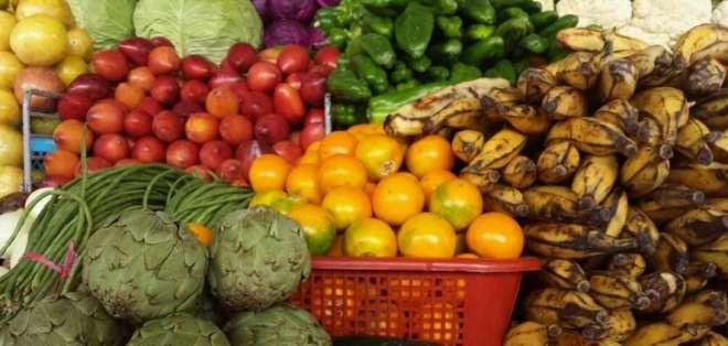 Compradores denuncian aumento en precios de víveres.