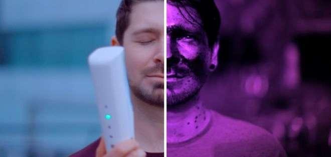 """El resultado de esta crema """"eléctrica"""" puede observarse bajo la luz ultravioleta."""