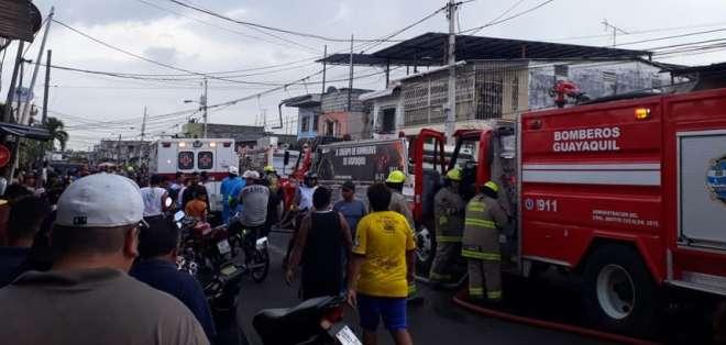 GUAYAQUIL, Ecuador.- Siniestro habría sido provocado por sus ocupantes, según explicaron las autoridades. Foto: Cortesía.