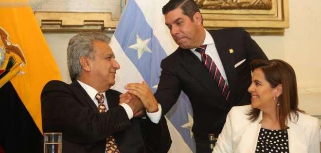 """""""Estás listo para dar las peleas que sean necesarias por tu tierra"""", dijo Moreno a Ledesma. Foto: Comunicación"""