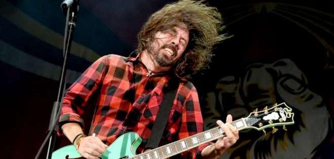 Líder de Foo Fighters cayó del escenario durante un concierto. Foto: AFP - Referencial