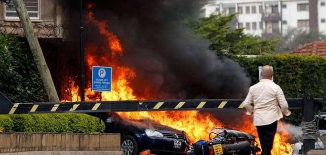 KENIA.- Decenas de personas fueron evacuadas de la instalación, ubicada en Nairobi. Foto: Twitter