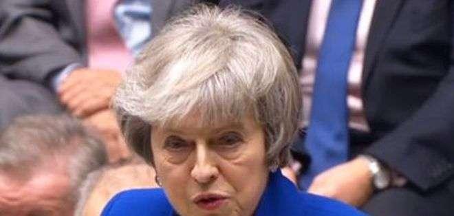 Theresa May urgió a los parlamentarios a encontrar soluciones negociables que recaben el suficiente apoyo en la Cámara. Foto EPA