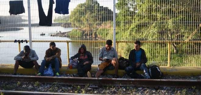Migrantes hondureños a un paso de ingresar a México con EEUU en la mira. Foto: AFP
