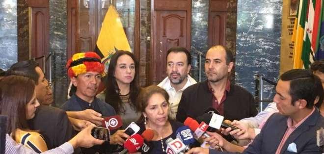 ECUADOR.- La legisladora afirma que hay pruebas de irregularidades en el despacho de Galarza. Foto: Twitter