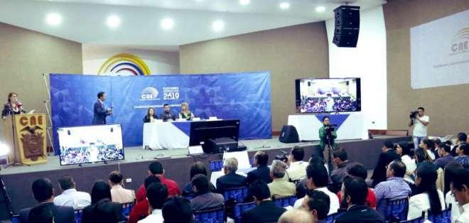 QUITO, Ecuador.- El CNE estableció una pauta de 30 segundos para cada uno de los 43 postulantes. Foto: Twitter