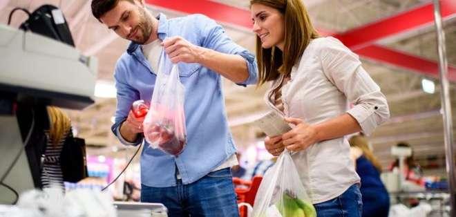 Las bolsas de un solo uso son las más contaminantes, pero más fáciles de producir.