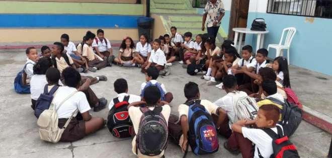 Profesores manifiestan que, debido a sus obligaciones, llevan trabajo a sus casas. Foto: Ministerio de Educación