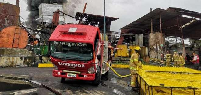 SANTO DOMINGO, Ecuador.- En este incidente no hubo víctimas mortales. Foto: Cuerpo de Bomberos de Sto. Domingo.