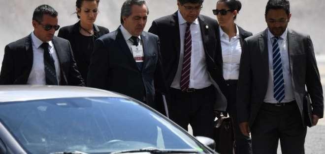 URUGUAY.- El canciller José Valencia representa a Ecuador en la reunión del grupo de Contacto, en Montevideo. Foto: AFP