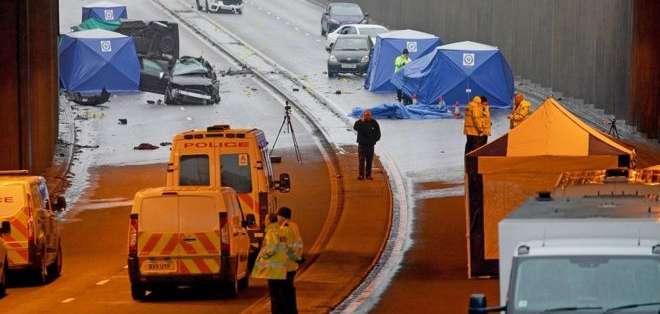 Varios ciudadanos presentes en la zona tomaron fotos de los fallecidos. Foto: Getty Images