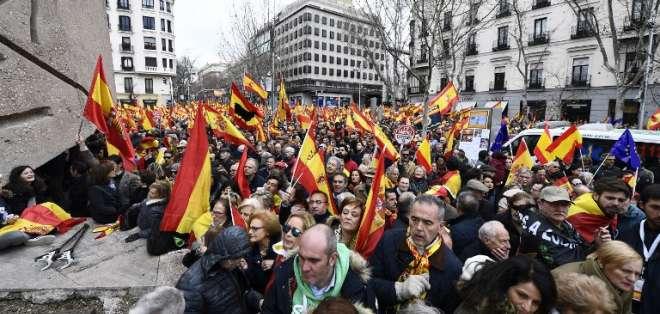 Masiva manifestación en Madrid contra el jefe de gobierno español Pedro Sánchez. Foto: AFP
