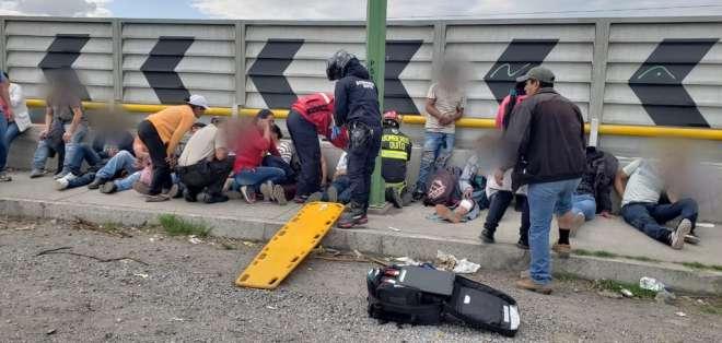 QUITO, Ecuador.- Los afectados son atendidos en el sitio. Foto: Bomberos Quito