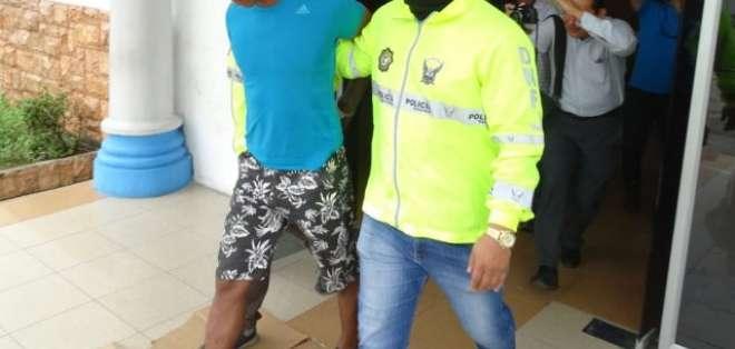 El presunto asaltante fue capturado en una cancha de fútbol en la Isla Trinitaria. Foto: Policía