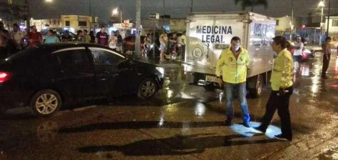 Una mujer, quien los acompañaba, permanece hospitalizada. Foto: Twitter