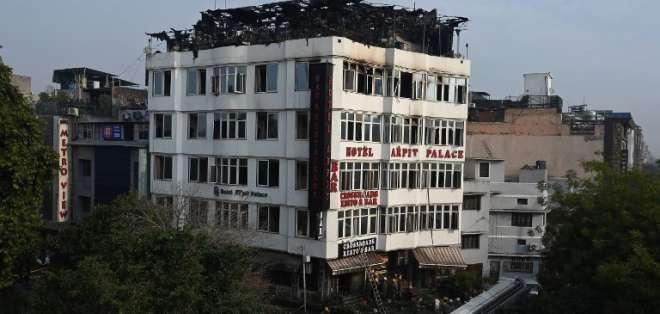 Al menos 17 muertos en incendio en un hotel de Nueva Delhi, en India. Foto: AFP