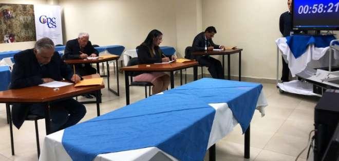 Postulantes a la Defensoría del Pueblo rindieron examen.