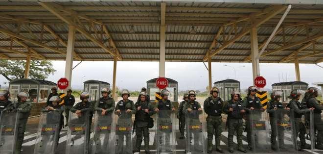 Cuatro militares venezolanos fueron presuntamente torturados por agentes de la dirección de inteligencia militar. Foto: AP.