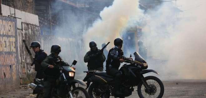 Este domingo 24, manifestantes se enfrentaron nuevamente a militares venezolanos.