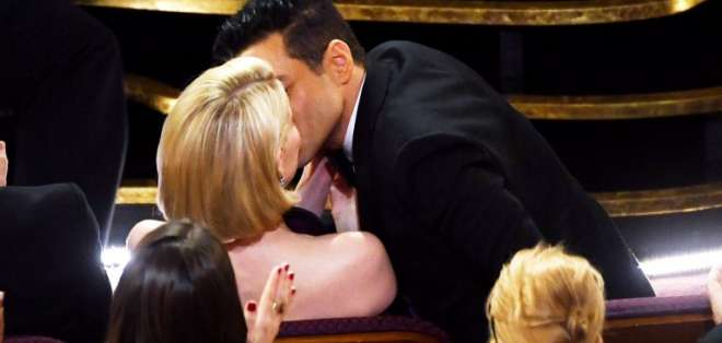 Malek alabó a Freddie Mercury, declaró su amor por Lucy Boynton y se resbaló. Foto: AFP.