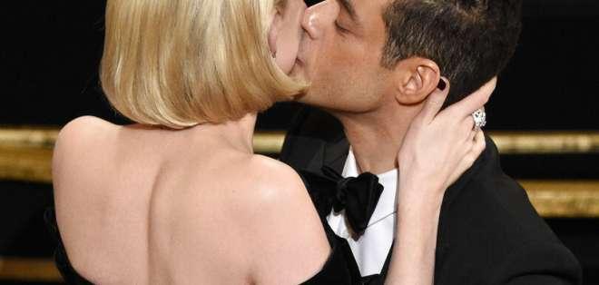 Malek alabó a Freddie Mercury, declaró su amor por Lucy Boynton y se resbaló. Foto: AP.