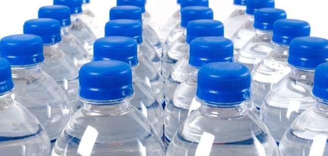 Impuestos como el de las botellas plásticas no han logrado el objetivo para el que fueron creados.