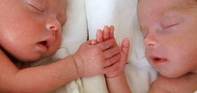 Los gemelos idénticos son invariablemente del mismo sexo, pero un caso en Australia fue la excepción.