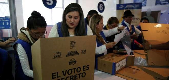 ECUADOR.- El CNE realiza pruebas al sistema informático que utilizará en los comicios seccionales. Foto: Archivo
