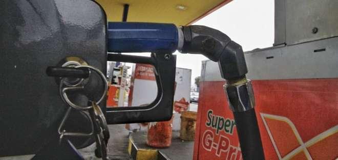 ECUADOR.- La reducción en el precio es de aproximadamente 12 centavos de dólar el galón. Foto: Archivo