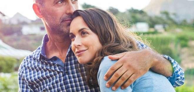Una variante en el gen receptor de la hormona oxitocina está asociado a un mayor nivel de satisfacción conyugal.