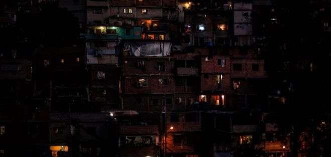 La electricidad regresó a zonas del país.