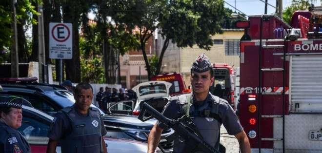 Dos atacantes matan a 8 personas en colegio Brasil. Foto: AFP