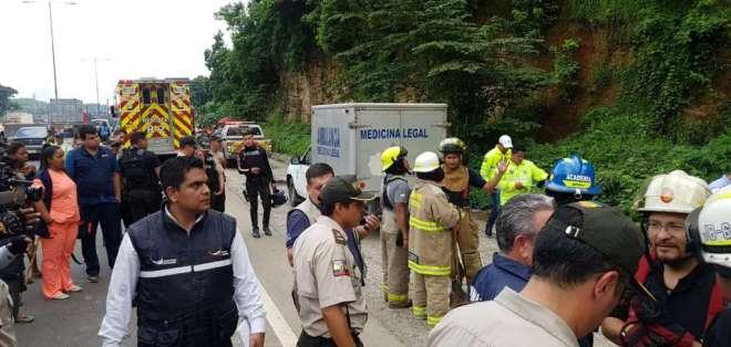 Dos personas mueren por deslave en el norte de Guayaquil. Foto: @bessygranjaOK