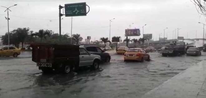 MANTA, Ecuavisa.-  En esta localidad hubo complicaciones para evacuar el agua.