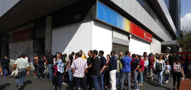 Venezuela reanuda labores, en profunda crisis tras gigantesco apagón. Foto: AP