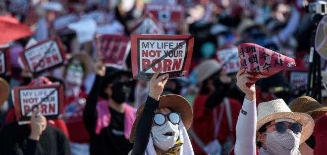"""Bajo el lema """"Mi vida no es tu porno"""", numerosas mujeres salieron a las calles de Corea del Sur para protestar"""