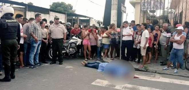 MILAGRO, Ecuador.- Según testigos, el presunto conviviente de la ahora occisa la apuñaló por varias ocasiones.