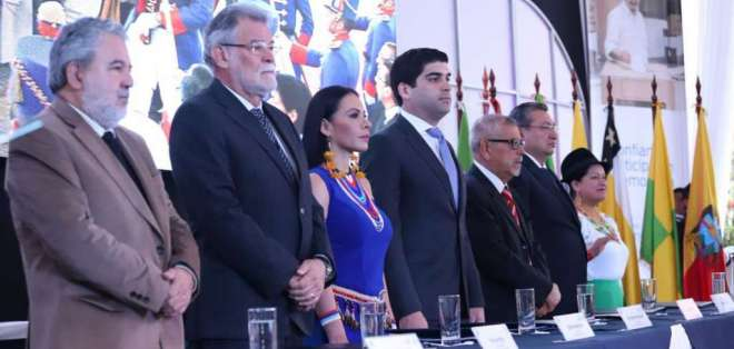 Autoridades de Gobierno inauguran la jornada electoral desde el CNE en Quito. Foto: CNE