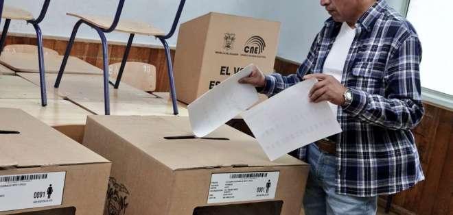 Las elecciones seccionales y del Cpccs arrancaron a las 07H00. Foto: Twitter CNE