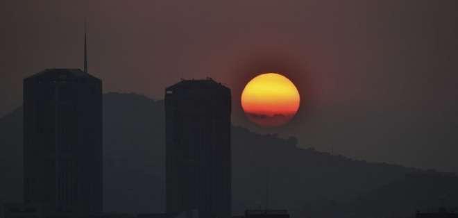 CARACAS, Venezuela.- Varias ciudades, incluída la capital venezolana, se quedaron sin energía nuevamente. Foto: AFP.