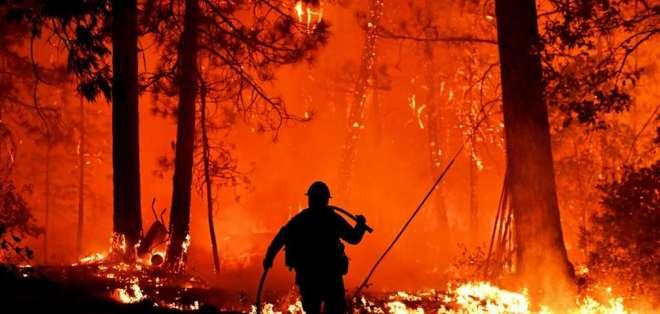 """Un repentino cambio de la dirección del viento habría provocado """"una gigantesca bola de fuego"""". Foto: AFP"""